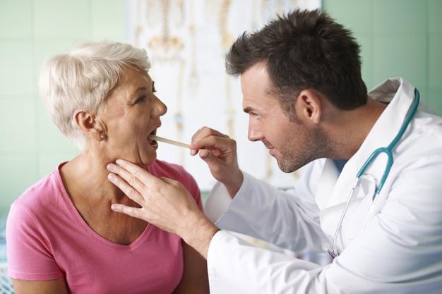 Điều trị nuốt nước bọt đau họng tại nhà