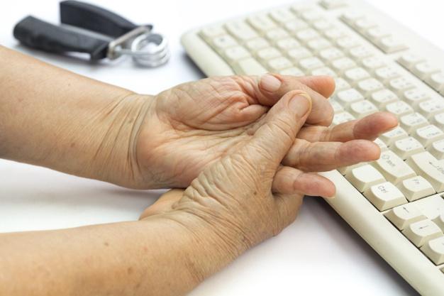 Tê bì chân tay khi ngủ có nguy hiểm không