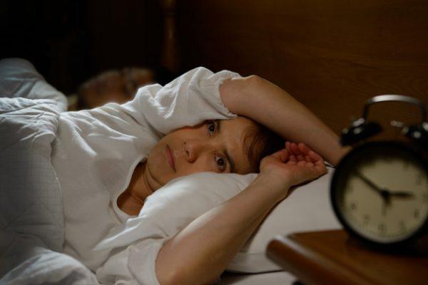 Tê bì chân tay khi ngủ là dấu hiệu bệnh gì?
