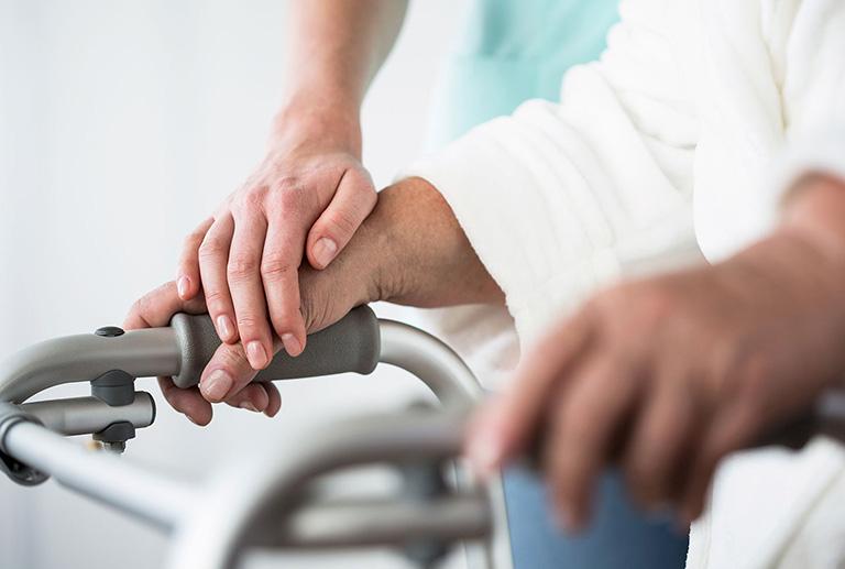 Điều trị tê bì chân tay sau tai biến