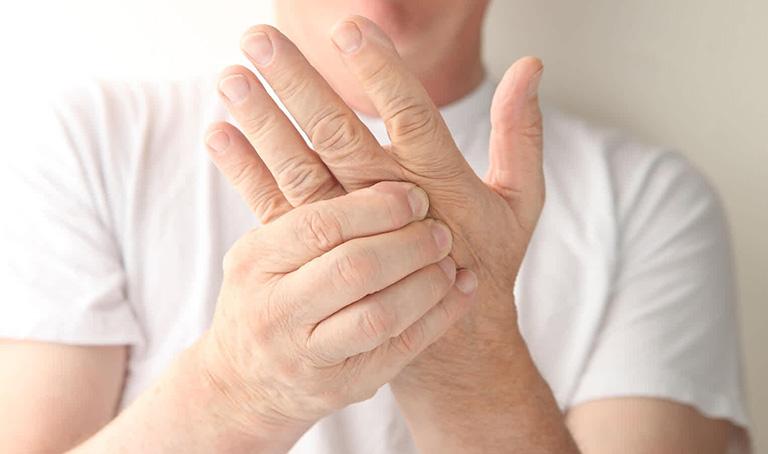 Tê bì chân tay sau tai biến và những điều cần biết